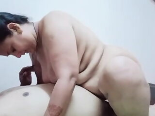 Mature Desi Aunty rides on..